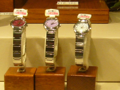 more photos 081be 2041a 大切な大人の男性へのお土産は時計|東京ディズニーランドのお土産